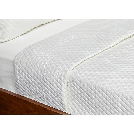 Diamond Stitched White Quilt