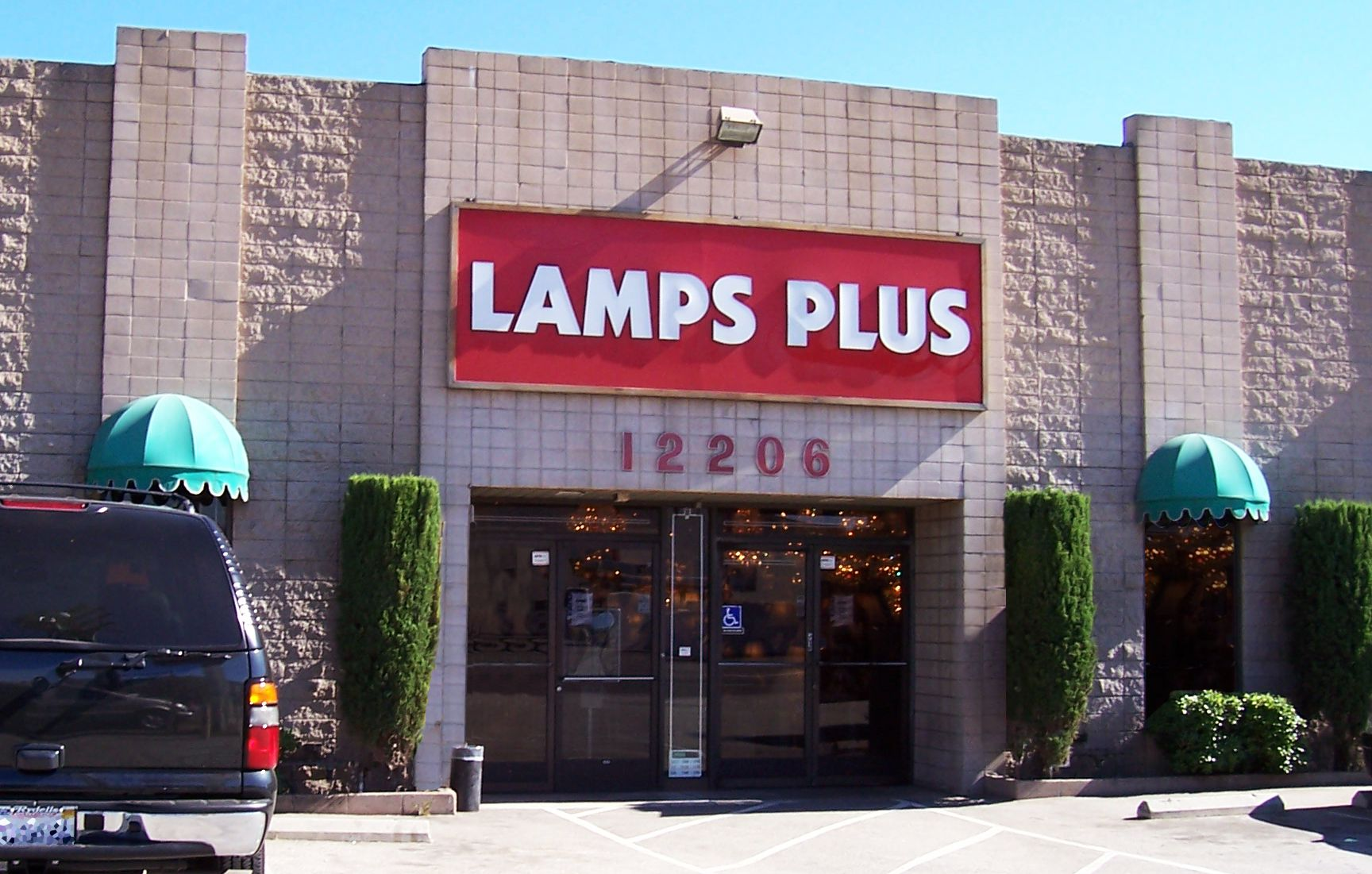 About Lamps Plus Lighting Stores