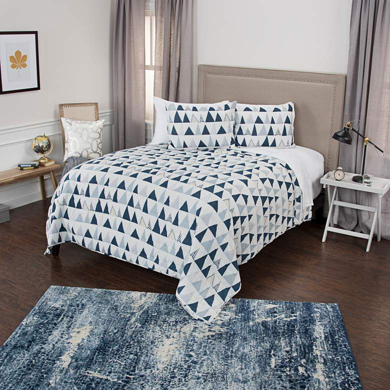 Maddux Place Indigo and Ivory 3-Piece Queen Quilt